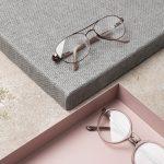 Två glasögon